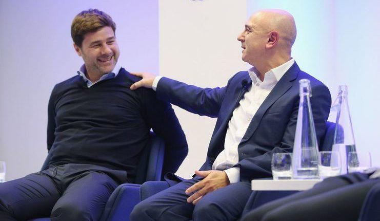 Mauricio Pochettino bersama Daniel Levy.