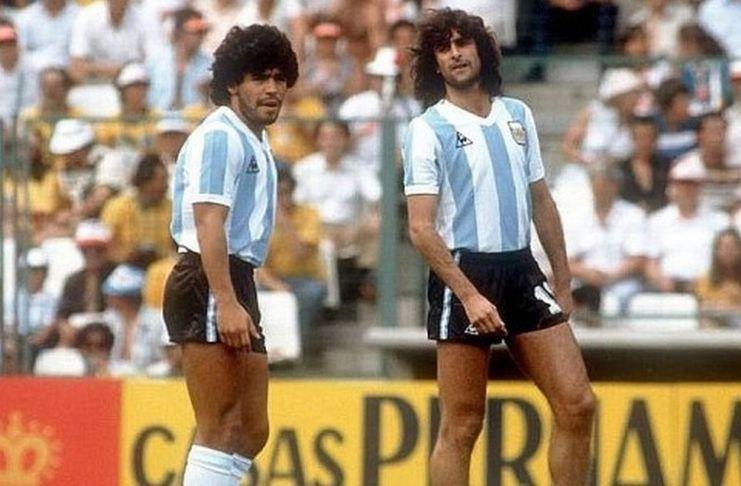 Diego Maradona dan Mario Kempes berselisih soal Lionel Messi.