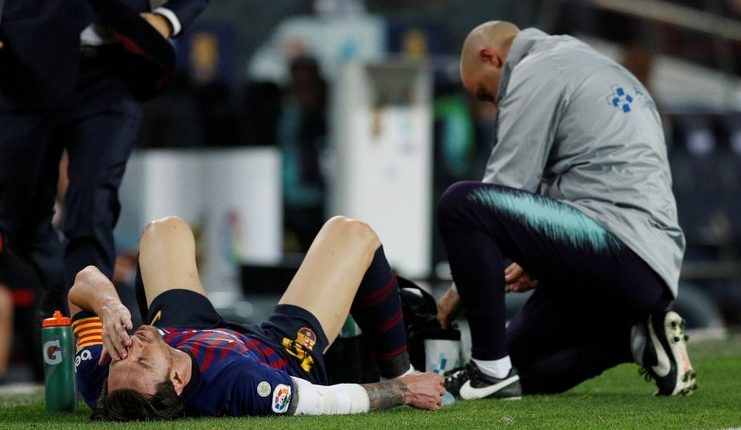 Lionel Messi cedera dan harus dibebat pada babak pertama laga Barcelona versus Sevilla.