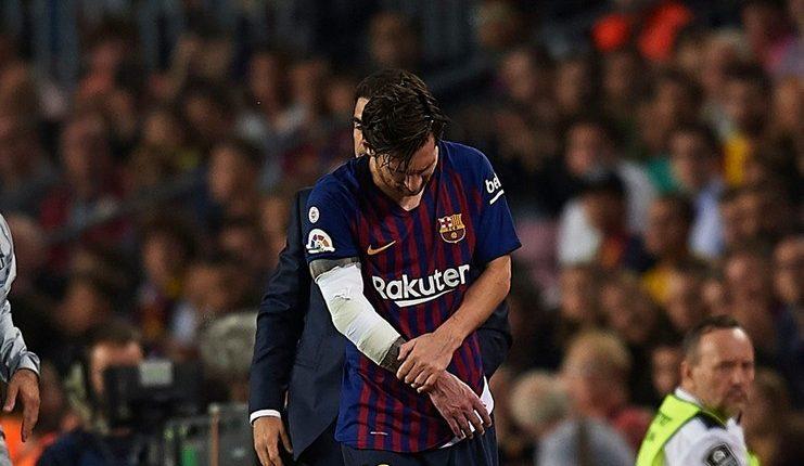 Lionel Messi cedera tangan saat Barcelona lawan Sevilla.