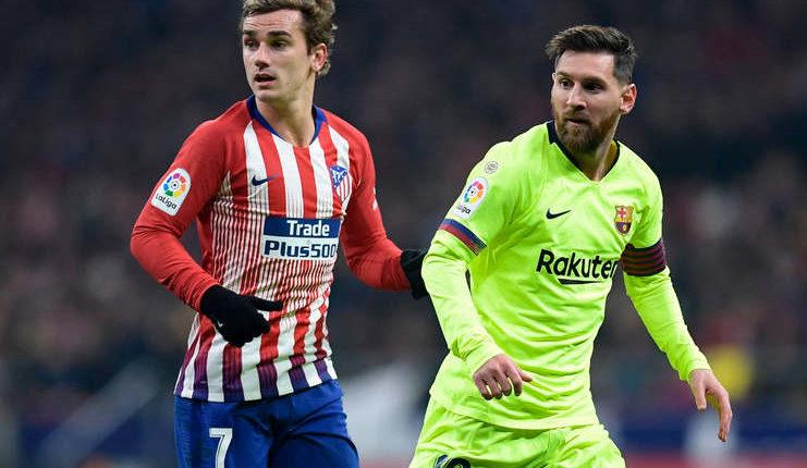 Antoine Griezmann mengawasi pergerakan Lionel Messi (Squawka)