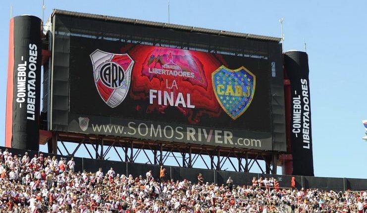 Final Leg II Copa Libertadores akhirnya ditunda akibat kerusuhan yang dibuat fans River Plate.