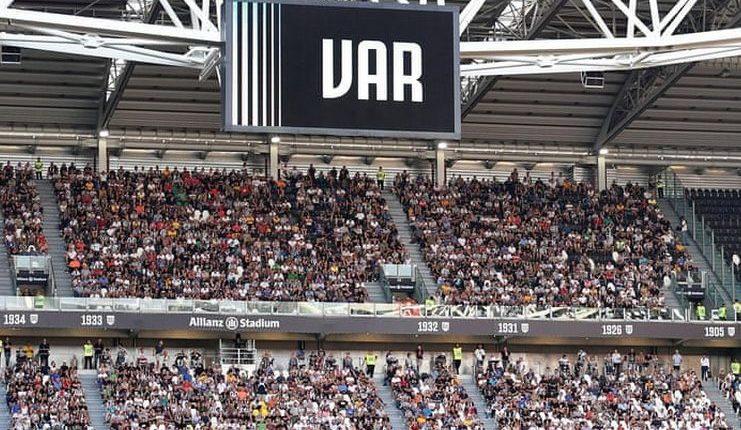 Carlo Freccero minta maaf setelah mengatakan Juventus mengontrol VAR di Serie A.