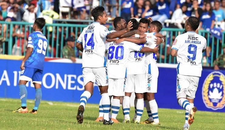 Febri Hariyadi jadi pahlawan Persib Bandung saat menyingkirkan PSCS Cilacap.