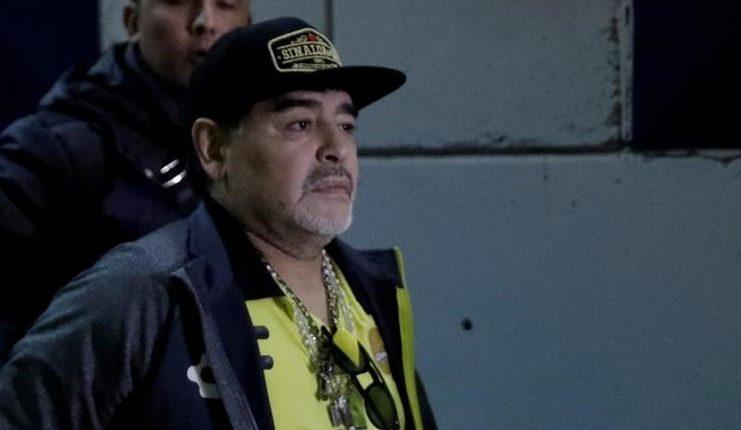 Maradona menjalani operasi karena pendarahan di perut akibat hernia.