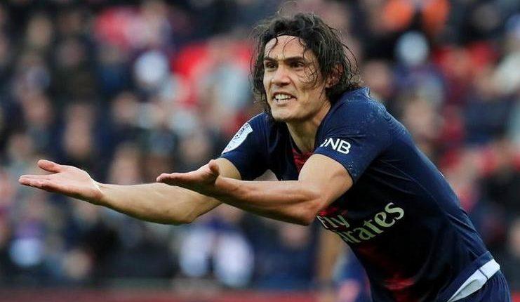 Edinson Cavani mengalami cedera saat PSG menang atas Bordeaux.