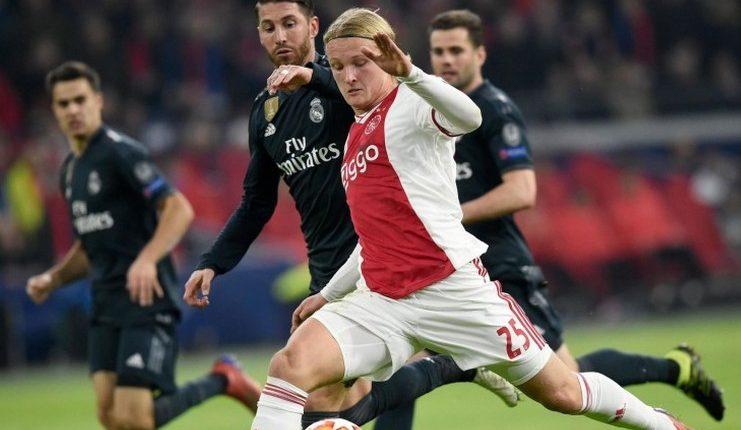 Kasper Dolberg akui ada unsur kesengajaan dalam kartu kuning Sergio Ramos saat Real Madrid menang atas Ajax.