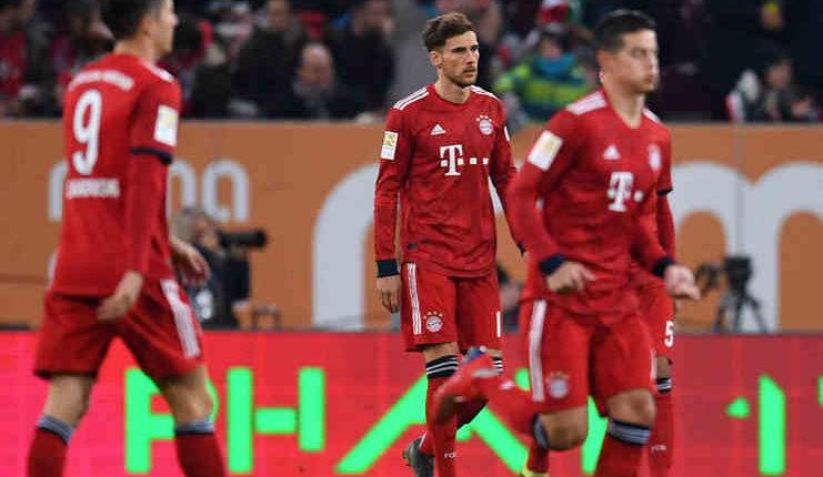 Leon Goretzka lunglai setelah mencetak gol bunuh diri tercepat ke gawang Manuel Neuer kala Bayern Munich melawan FC Augsburg.