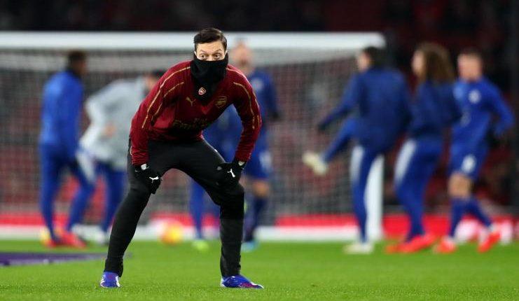 Mesut Oezil harus selalu dimainkan oleh Arsenal menurut Paul Merson.