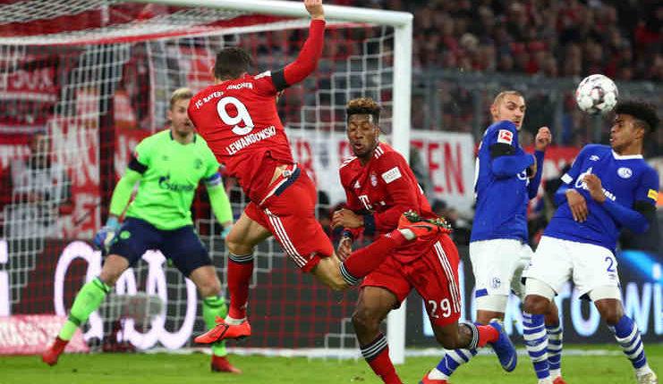 Robert Lewandowski tak mengerti kritik dari Uli Hoeness selepas laga Bayern vs Schalke.