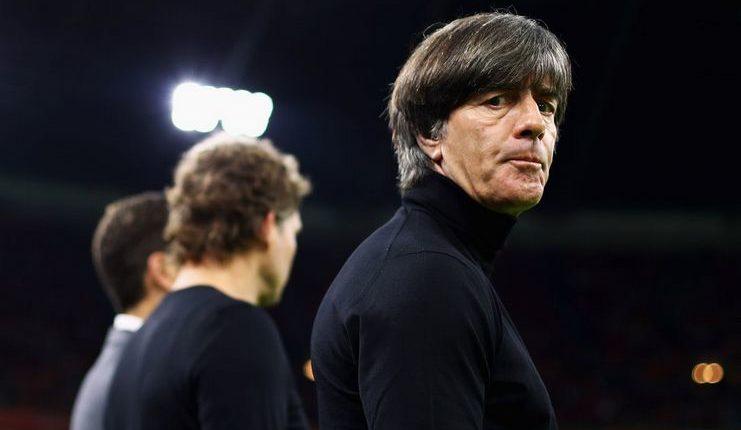 Joachim Loew dikecam Bayern Munich terkait waktu pendepakan tiga pemainnya dari timnas Jerman.