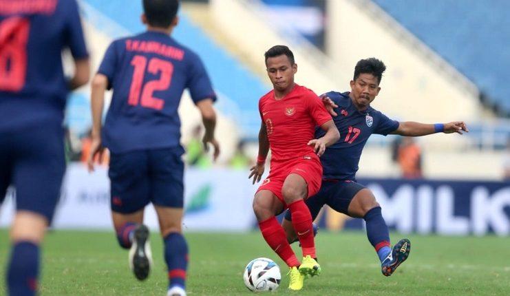 Meskipun dibantai Thailand, timnas U-23 Indonesia dinilai setara dengan timnas U-23 Vietnam oleh Alfred Riedl.