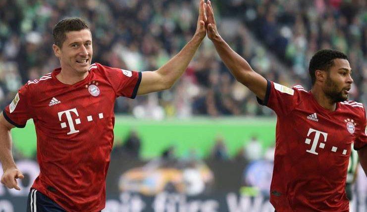 Robert Lewandowski kini tak hanya bertugas mencetak gol bagi Bayern Munich.