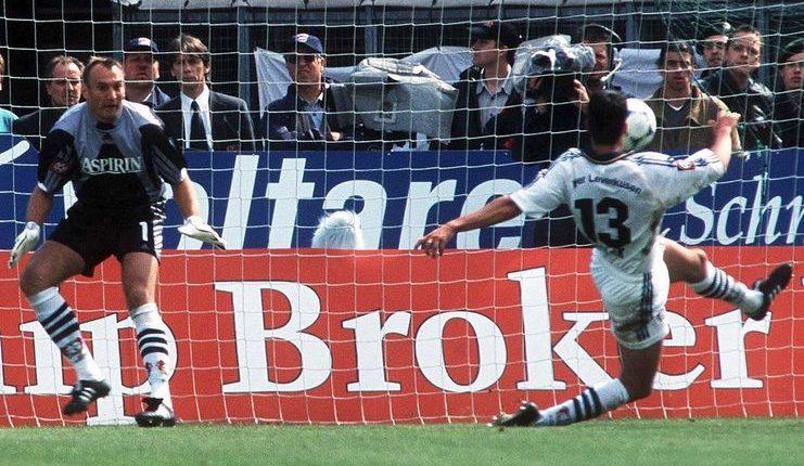 Gol bunuh diri Michael Ballack membuka mimpi buruk Bayer Leverkusen pada pekan terakhir Bundesliga 1 musim 1999-00.