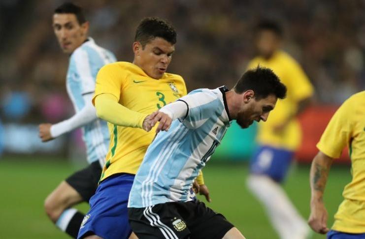 Thiago Silva mengakui Lionel Messi sebagai pemain sepak bola terhebat sepanjang masa.