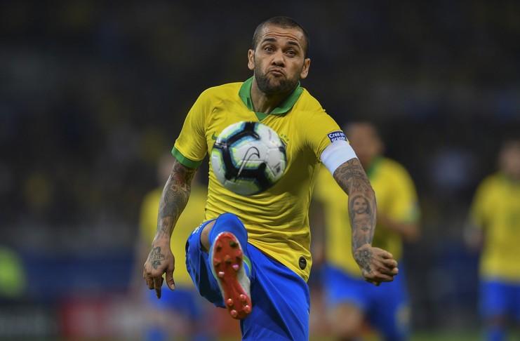 Dani Alves menilai timnas Brasil bermain lebih efektif saat melawan timnas Argentina pada semifinal Copa America 2019.