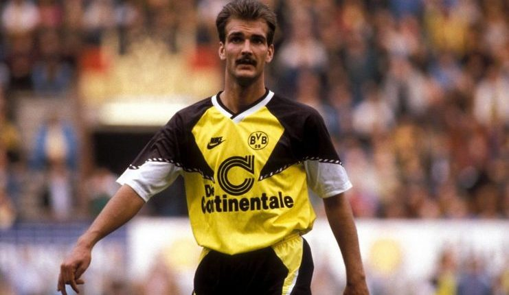Guenter Breitzke tercatat sebagai pencetak brace pertama di Der Klassiker pada Piala Super Jerman.