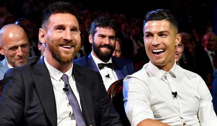 Lionel Messi dan Ronaldo disebut Arsene Wenger masih jauh di atas Raheem Sterling pada saat ini.