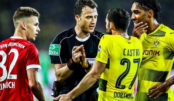 """Felix Zwayer memimpin pertandingan Der Klassiker antara Bayern Munich dan Borussia Dortmund di Piala Super Jerman pada 2017. """"class ="""" wp-image-264061"""