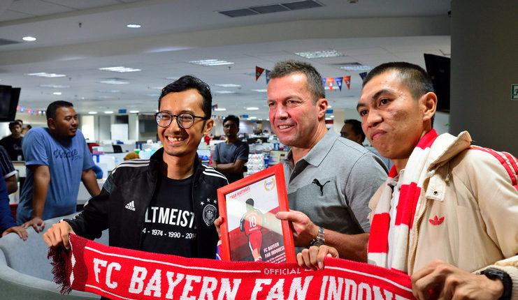 Lothar Matthaeus berpose bersama FC Bayern Fan Indonesia.
