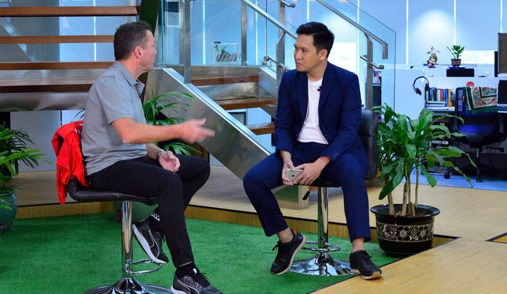 Sang legenda Bayern menjalani wawancara eksklusif dengan salah satu stasiun televisi.
