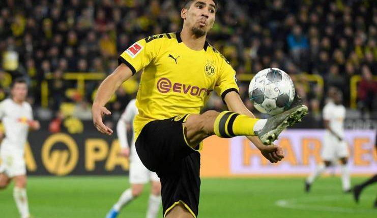 Performa apik bersama Borussia Dortmund membawa Achraf Hakimi raih predikat Pemain Muda Terbaik Afrika 2019.