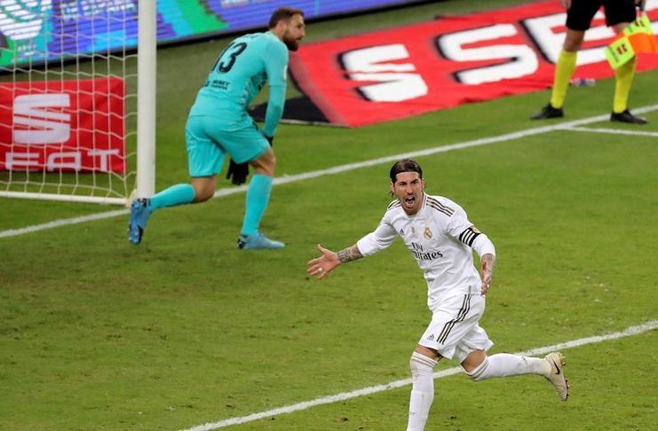 Sergio Ramos berteriak setelah menaklukkan Jan Oblak pada adu penalti dalam final Piala Super Spanyol.