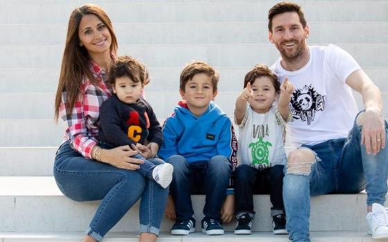 Lionel Messi Thiago Antonella Rocuzzo Cristiano Ronaldo - Istimewa