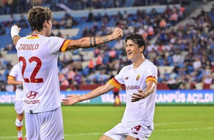 Eldor Shomurodov merayakan golnya dengan Nicolo Zaniolo. jose mourinho